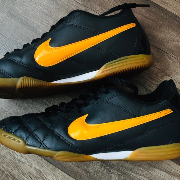 indoor soccer shoes nike womens